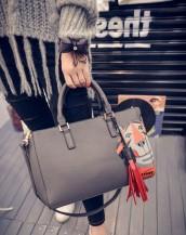 gri sevimli kaplan detaylı deri kol çantası sk6230