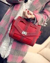 kırmızı zımbalı deri kol çantası sk5646