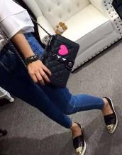 siyah büyük zımbalı zincirli kalpli kol çantası sk7259