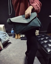 yeşil deri ponponlu zarf çanta sk5723