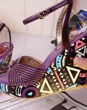 baskılı yüksek dolgu topuklu mor taşlı sandalet sk10317