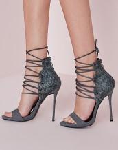 bilekten bağcıklı gri süet topuklu sandalet sk8859