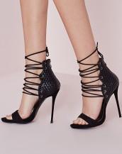 bilekten bağcıklı siyah süet topuklu sandalet sk8859