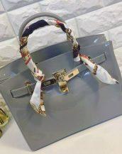 fularlı koyu gri silikon kol çantası sk10568