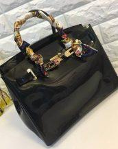 fularlı siyah silikon kol çantası sk10568