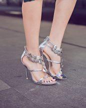 metal aksesuar bantlı gümüş topuklu sandalet sk11921