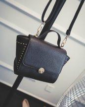 siyah zımbalı trapez çanta sk11379