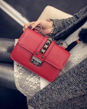 zincirli zımbalı kırmızı çapraz çanta sk10986