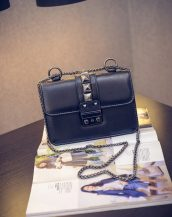 zincirli zımbalı siyah çapraz çanta sk10986