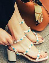beyaz renkli zımbalı kalın topuk sandalet sk23649