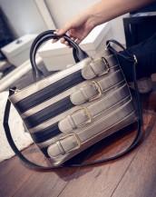 toka detaylı bej rengi parlak deri kol çantası sk5159