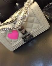 bej büyük zımbalı zincirli kalpli kol çantası sk7259