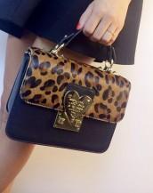 kalp detaylı leopar deri el çantası sk6758
