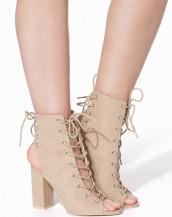 kare topuk çift bağcıklı bej sandalet sk8162