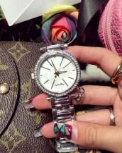 paslanmaz çelik taş aksesuarlı gümüş kol saati sk7822