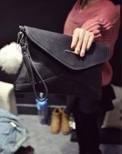 siyah deri ponponlu zarf çanta sk5723