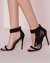 bileği püskül detaylı siyah topuklu sandalet sk8864