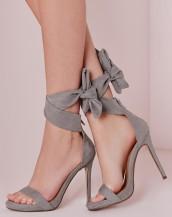 bilekten bağlamalı gri süet topuklu sandalet sk8956