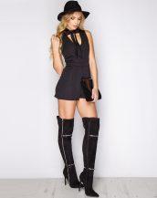 kravat detaylı siyah mini şort tulum sk9621