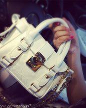 altın zincirli beyaz kemerli saplı el çantası sk10859