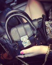 altın zincirli siyah kemerli saplı el çantası sk10859