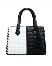 ekoseli püsküllü siyah beyaz yumuşak deri kol çantası sk10617