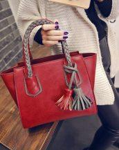 gri örgü saplı püsküllü kırmızı çanta sk11394