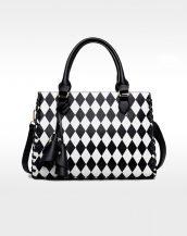 siyah beyaz damalı püsküllü tasarım deri çanta sk11424