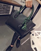 yeşil örgü saplı püsküllü siyah çanta sk11394