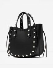 zımbalı püsküllü siyah deri omuz çantası sk12629