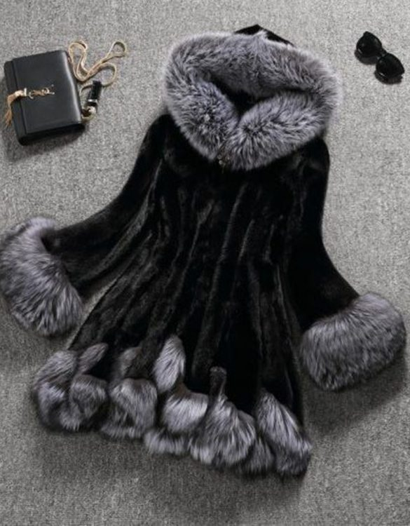 siyah kapüşonlu bayan kürk kaban sk18011