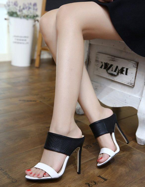 siyah beyaz kalın bantlı topuklu terlik sk23447