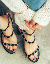 siyah renkli zımbalı kalın topuk sandalet sk23649