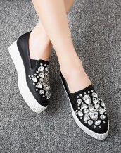 siyah taş işlemeli düz platform ayakkabı sk24827