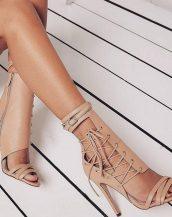 krem ip detaylı topuklu sandalet sk30151
