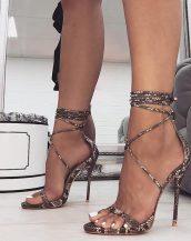 yılan desenli yüksek topuk sandalet sk40252