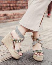 krem taşlı hasır topuklu sandalet sk41462