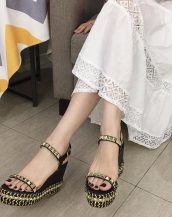 siyah zımbalı platform sandalet sk41489